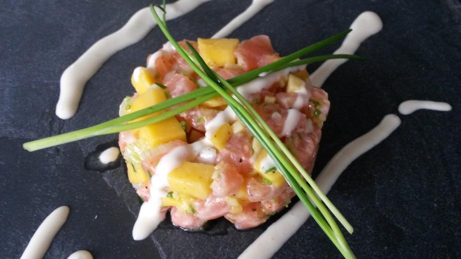 Lachstartar mit Mango