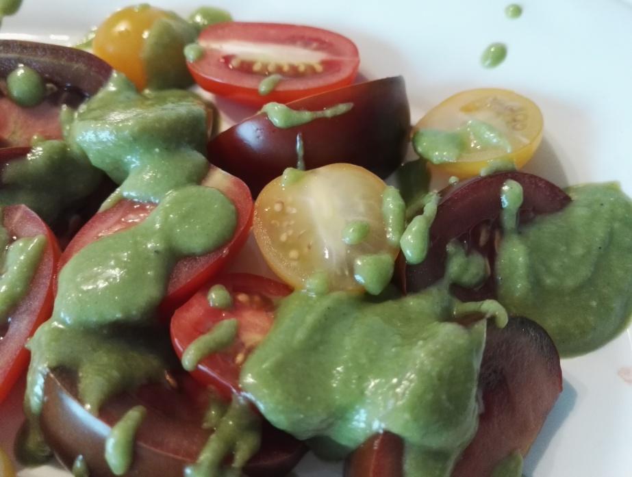 Tomatensalat mit Zitronen-Basilikumöl